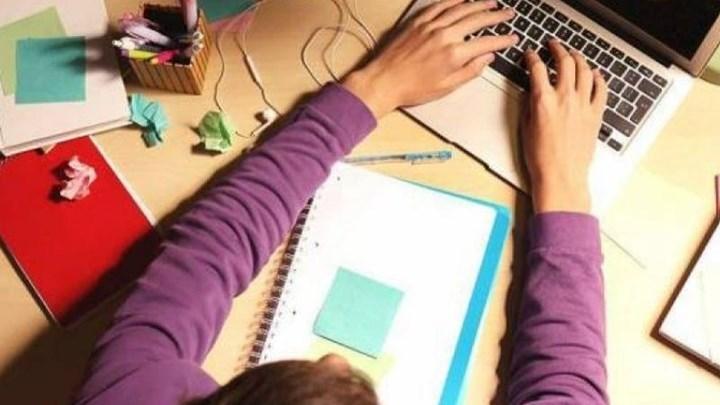 Επίδομα 200 ευρώ σε μαθητές και φοιτητές για αγορά laptop - Ποιοι το δικαιούνται