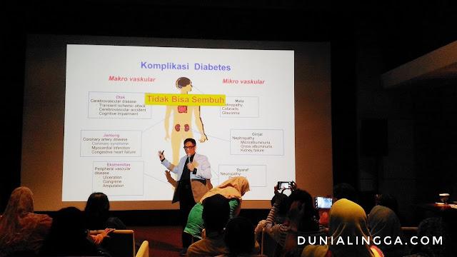 dalam seminar cegah obati lawan diabetes Guru Besar Fakultas Kedokteran Universitas Indonesia Prof. DR. Sidartawan Soegondo Sp.PD, KEMD, FACE. memberikan penjelasan mengenai komplikasi diabetes