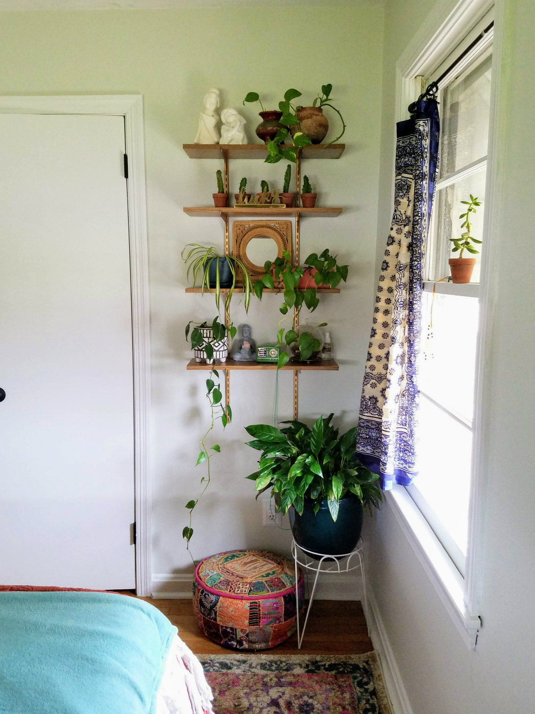 A small awkward corner of the bedroom gets turned into a decorative plant shelf - Design By TheBohoAbode