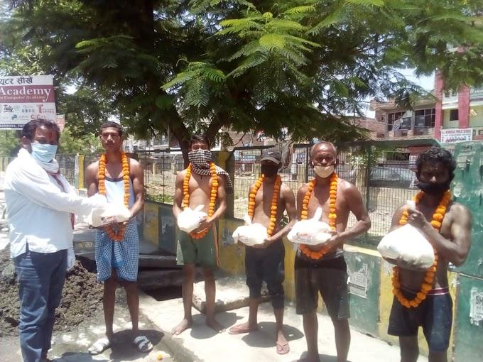 विजय मर्तोलिया ने नाले की सफाई में लगे कोरोना योद्धाओं किया सम्मानित