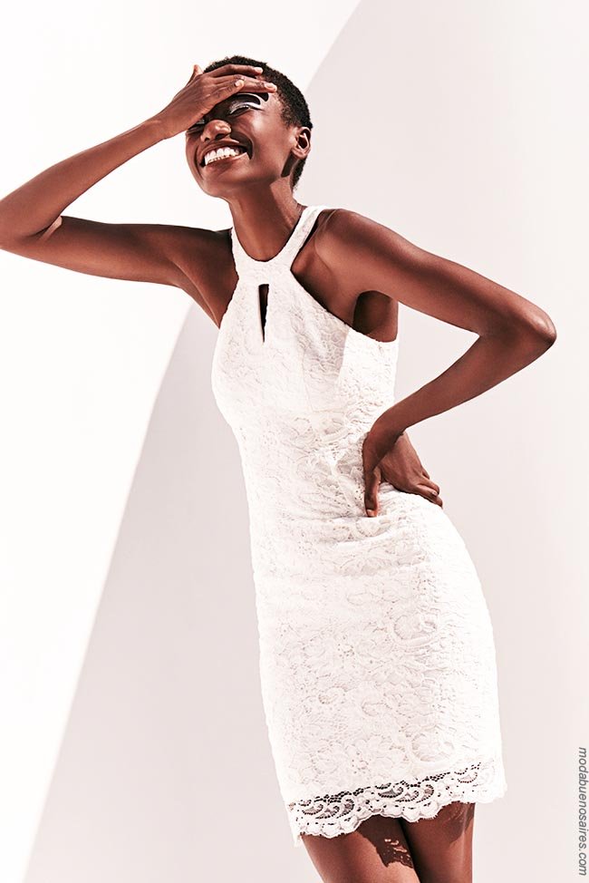 Moda vestidos verano 2019 Markova. Moda 2019. Vestidos de moda 2019 cortos de encaje blanco.