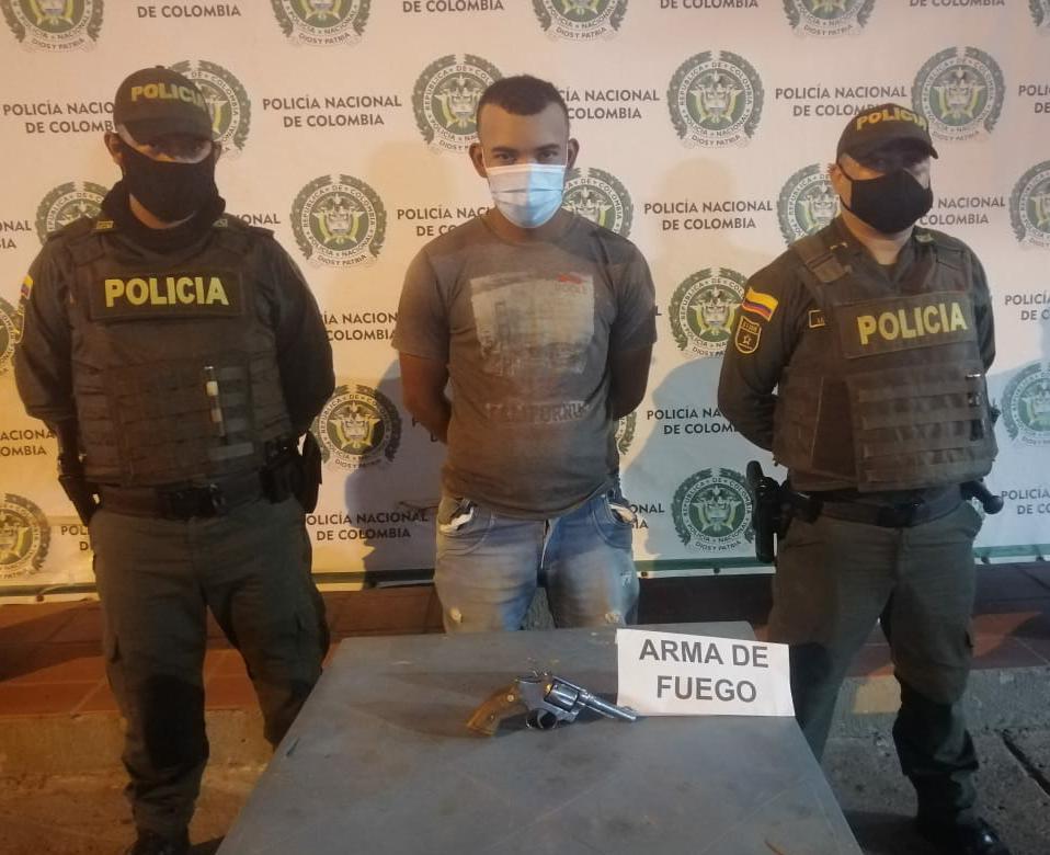 https://www.notasrosas.com/Policía Guajira captura a un ciudadano por Porte Ilegal de Arma de Fuego, en Maicao