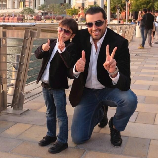 شاهد بالصور.. الشبه الكبير بين النجم باسم ياخور وابنه روي