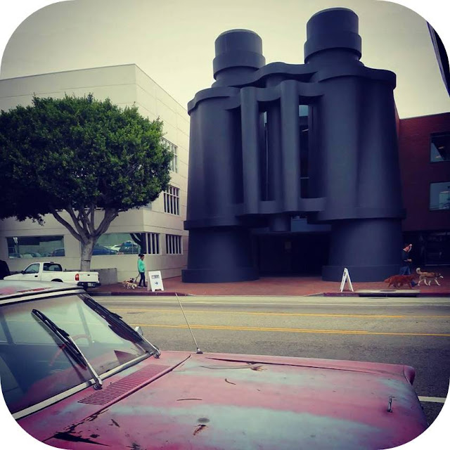 From Venice Beach to Santa Monica: Binocular building