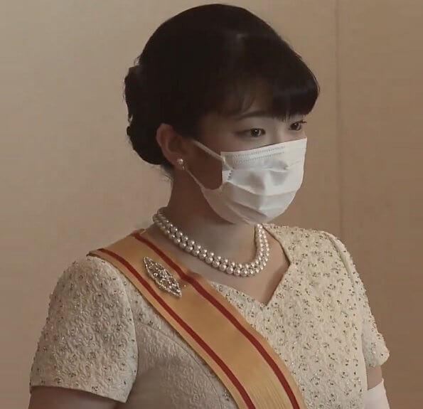 Meiji Scroll Tiara, diamond riveres, diamond earrings, chrysanthemum brooch. Princess Aiko, Crown Princess Kiko, Princess Mako, Princess Kako