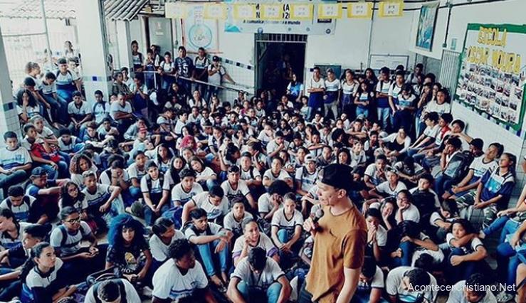 Estudiantes se convierten a Cristo en escuela