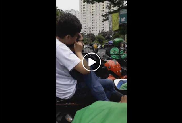 Viral Vidio 2 Pria Diduga LGBT Bermesraan di Muka Umum, Dilabrak Seorang Perempuan