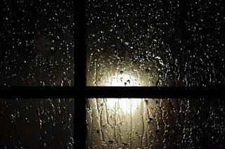 Mengapa Rindu selalu Bertahta Ketika Hujan Mulai Menyapa?