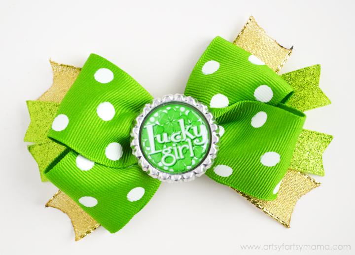 St. Patrick's Day Bottle Cap Hair Bow Tutorial at artsyfartsymama.com