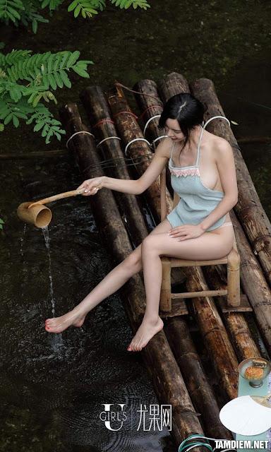 Hot girls Beautiful sexy girls bathing in the river 9