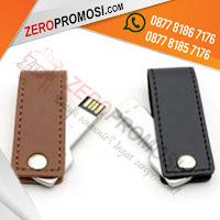 Souvenir USB Flashdisk Kulit, USB Flashdrive Swivel Kunci Kulit, USB Swivel Kunci Kulit, Flashdisk Swivel Kunci Kulit FDLT25, USB FLASHDISK METAL BENTUK KUNCI DENGAN KULIT FDLT25, USB METAL KEY + LEATHER, Usb Kulit Polos Putar yang kami jual dengan harga termurah