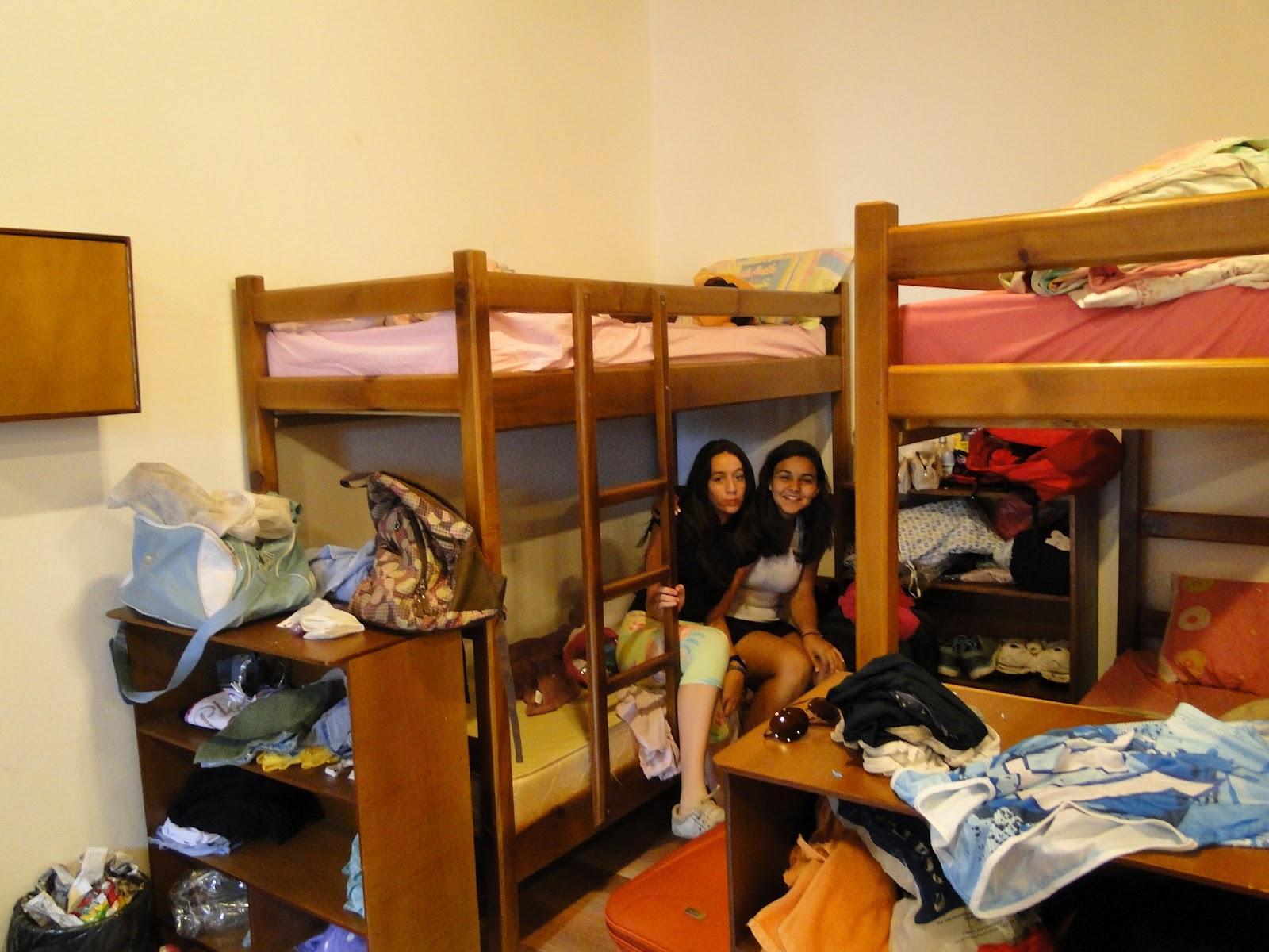 nr instituto auxiliadora 2012 organiza o dos quartos. Black Bedroom Furniture Sets. Home Design Ideas