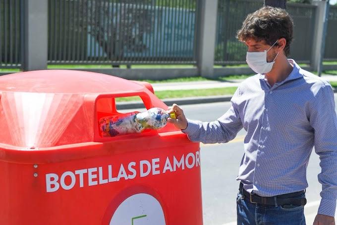 Juan Andreotti supervisó la instalación de nuevas campanas de ´Botellas de Amor´