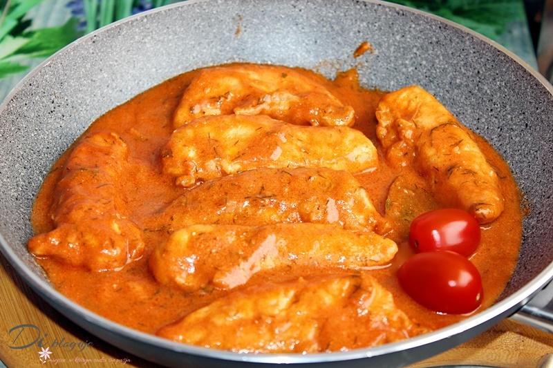 Polędwiczki z kurczaka w sosie pomidorowo-śmietanowym