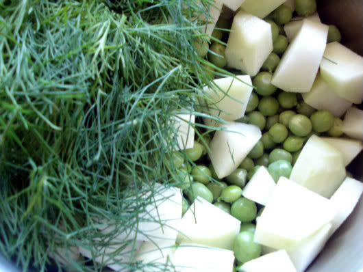 Young peas and kohlrabi with dill by Laka kuharica: add dill and Vegeta Natur, stir.