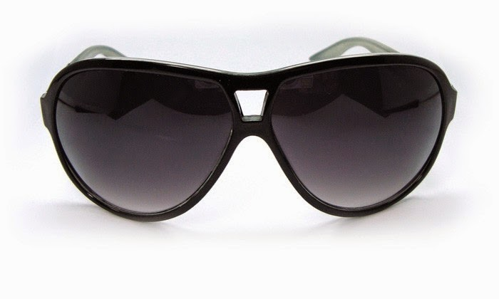 85c449083247c Óculos de sol  Ando sempre com eles. Para conduzir