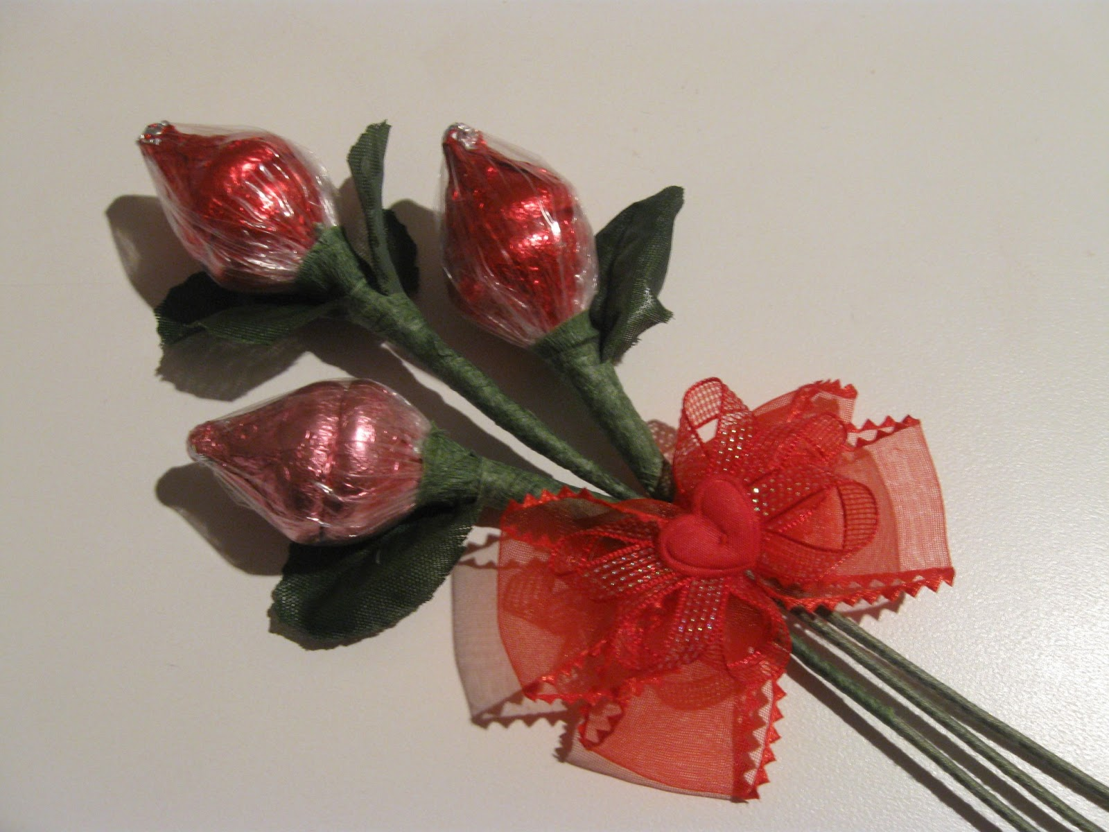 Tips, Treats & Treasures: Hershey\'s Kisses Roses