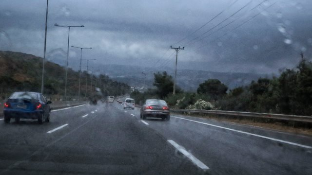 Alert! Έκλεισε η εθνική οδός Αθηνών-Κορίνθου από χείμαρρο