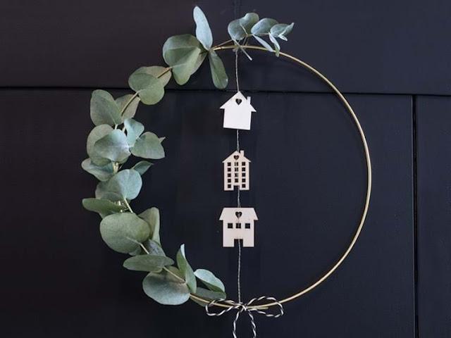 modern christmas wreath with houses