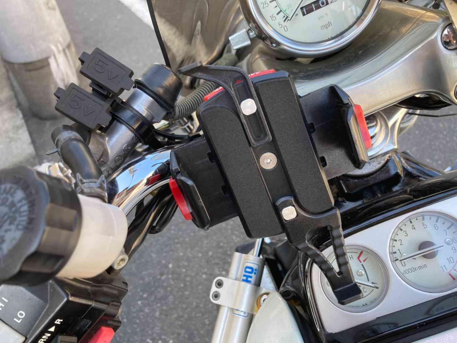 ハンドル周りの撮影、スマホホルダー、USB充電器装備
