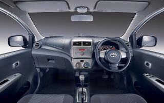 interior mobil toyota agya vs daihatsu ayla