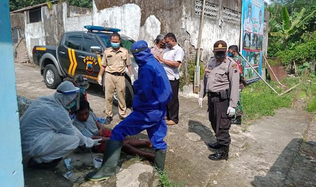 Tergeletak di Jalan, Pria Asal Karangmoncol Ditangani dengan Protokol Covid-19