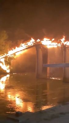 Ponte industria a fuoco
