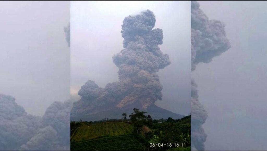Gunung Sinabung Meletus Lagi, Lontarkan Abu Setinggi 5 Km