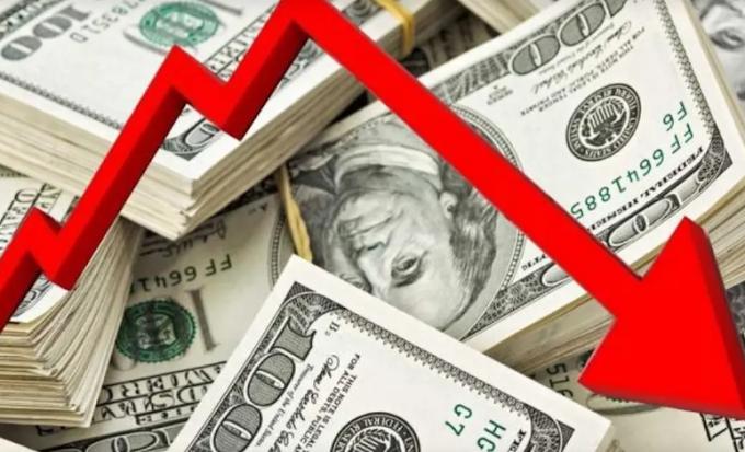 الدولار الأميركي قد يهبط 20% في عام 2021