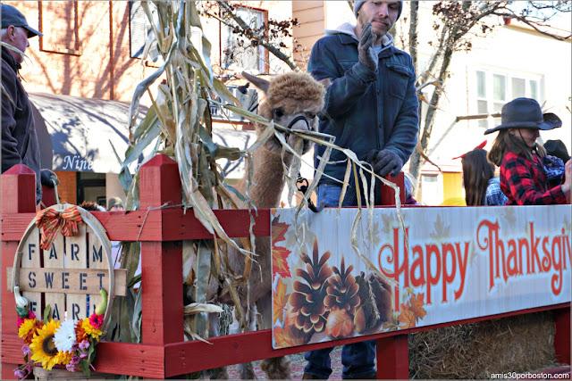 Carroza de Apoyo a los Agricultores en el Desfile de Acción de Gracias de Plymouth