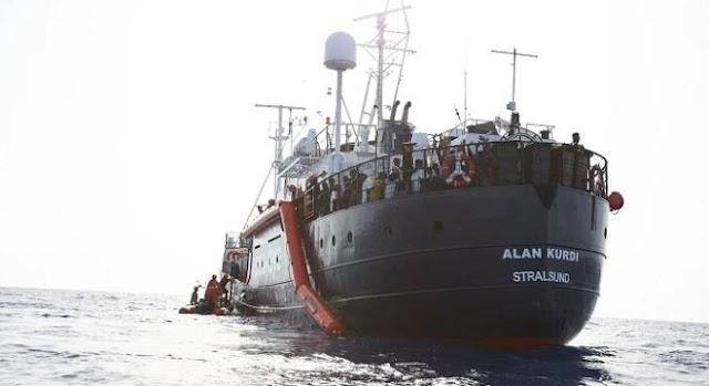 Ismét migránsokkal a fedélzetén indult Európa felé Líbia partjaitól az Alan Kurdi nevű embercsempész-hajó