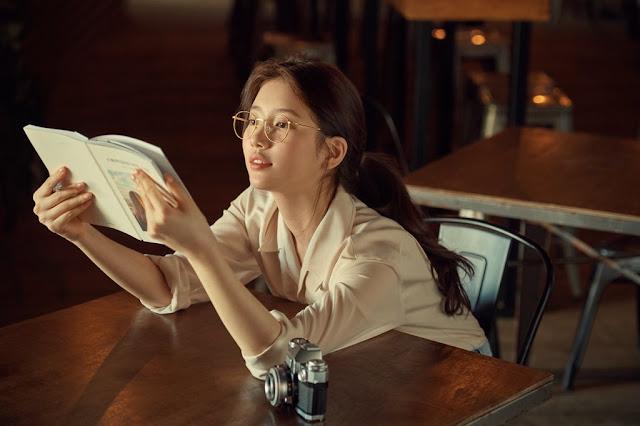 bae suzy reading book