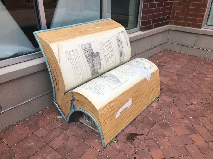 A bench on which you want to read a book. I wonder what it says ...