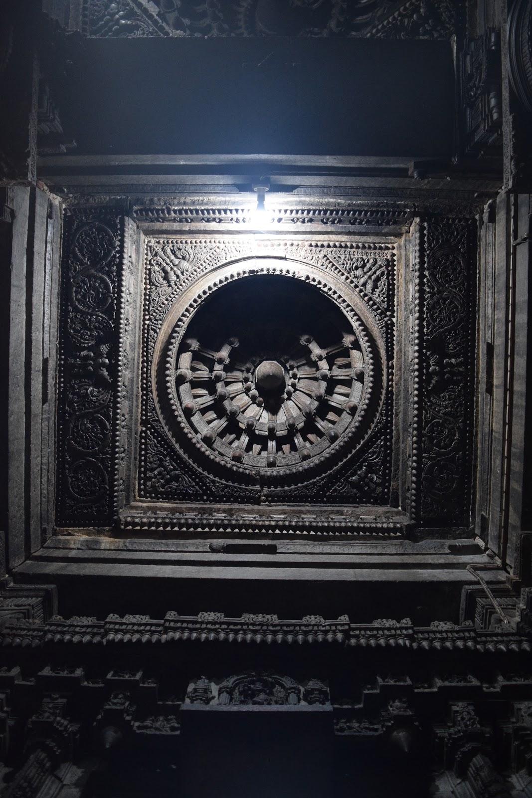 Carved ceiling inside lakshminarayana temple hosaholalu