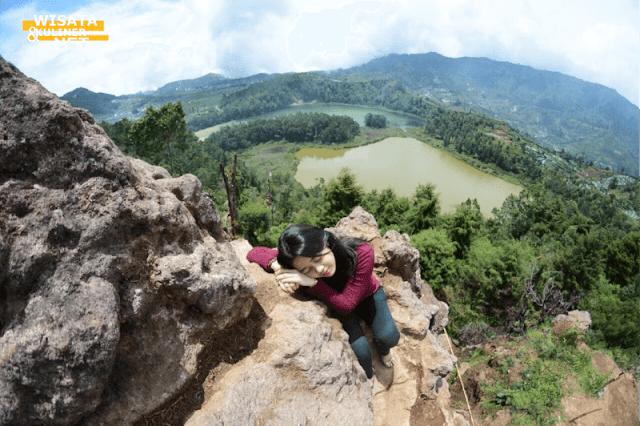 Batu ratapan Angin - 10 Tempat Wisata di Dieng Paling Terkenal