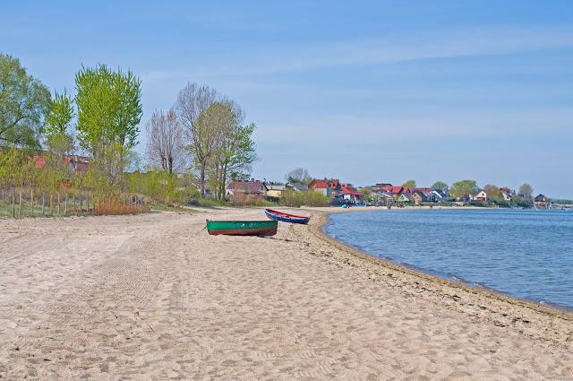 plaża w Rewie od strony zatoki Puckiej
