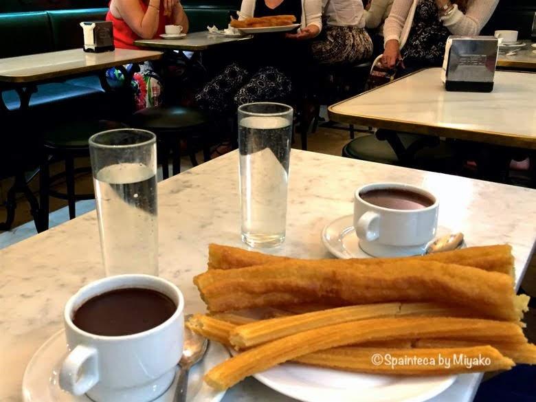 Chocolatería San Ginés マドリードのサンヒネスのチュロスとポラスとホットチョコレート