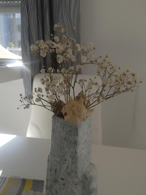 #minimalism #whitedecor #scandinavian #DIY #diyvase #acrylicpaints