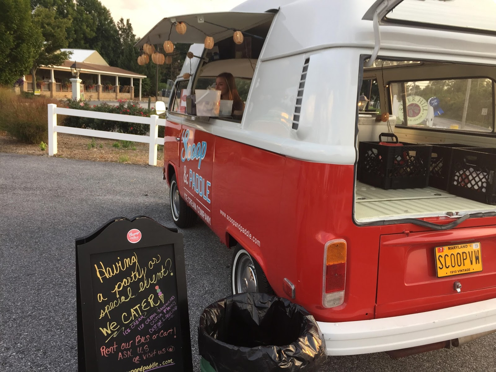 Scoop And Paddle Food Truck