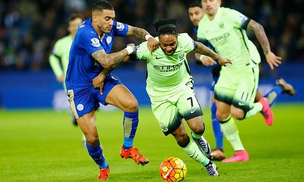 Sterling Manchester City, à la lutte avec un joueur de Leicester