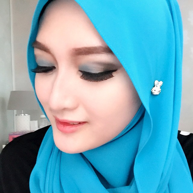 Foto Cantik Indriani Hadi Berhijab