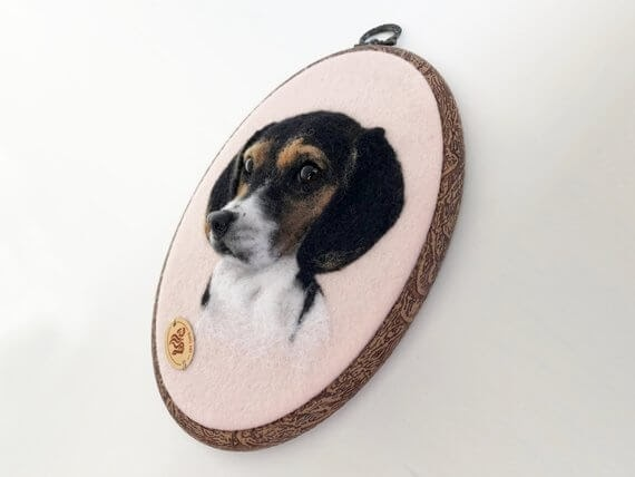11-Beagle-Hanna-Tsukanova-3D-Dogs-&-Cats-Felt-Pet-Portraits-www-designstack-co