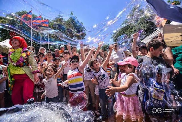 Palacio presidencial acoge a niños en el Día Internacional de los Niños