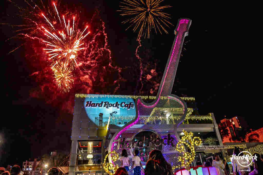 Para quem é fã de rock e pop o Hard Rock Cafe Curitiba retoma em maio a agenda semanal de bandas como um incentivo à cena rock local e à música curitibana. A casa montou uma programação com oito grupos diferentes tocando de segunda a sábado, a partir de uma seleção especial de bandas e músicos.