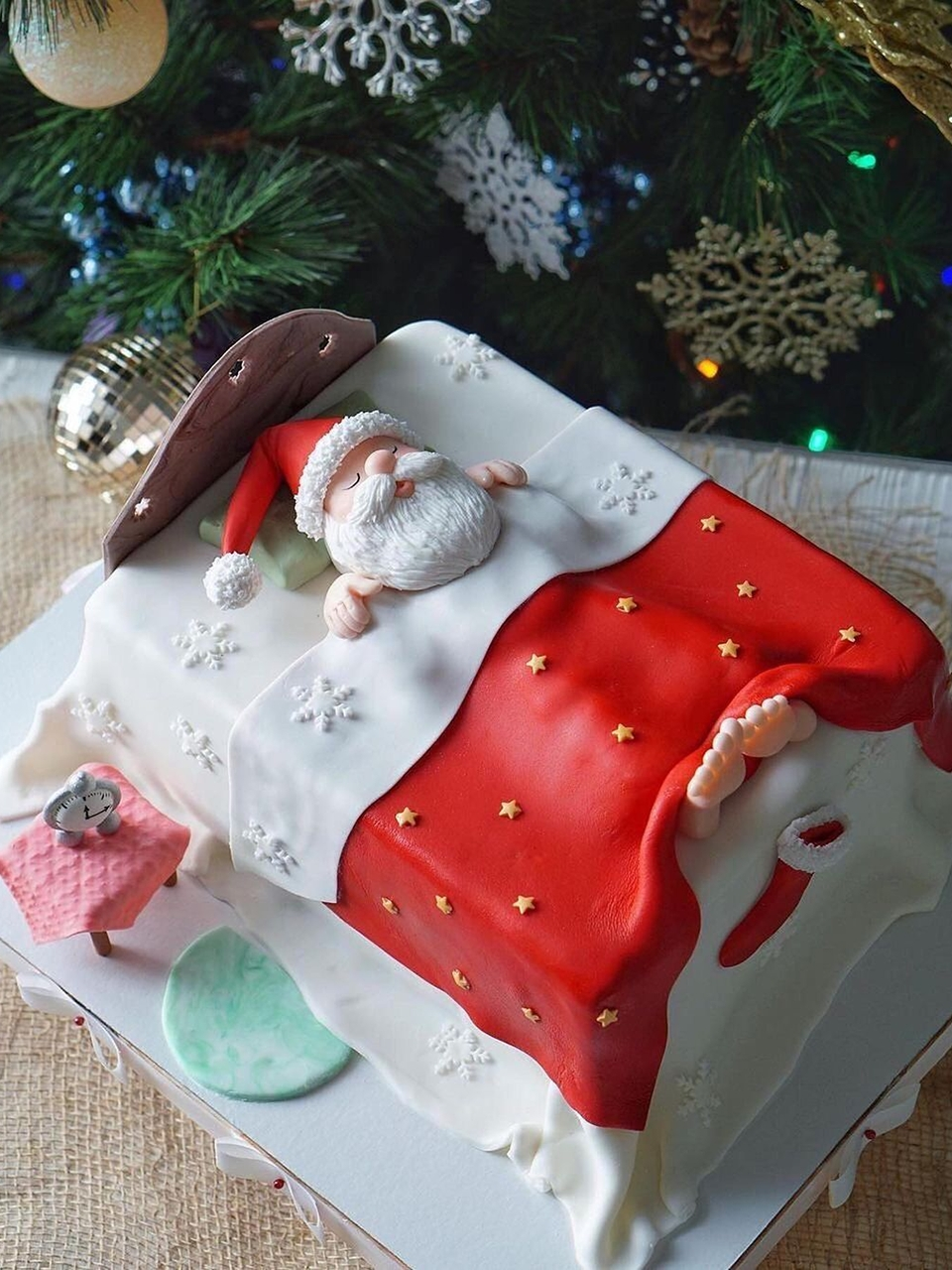 Sleeping Santa clause cake.
