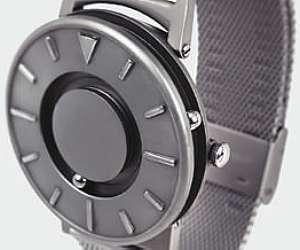 61767f563de Empresa norte-americana cria relógio de pulso que pode ser usado por ...