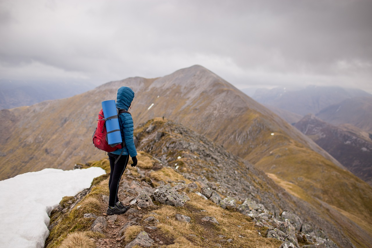 benda penting saat mendaki gunung