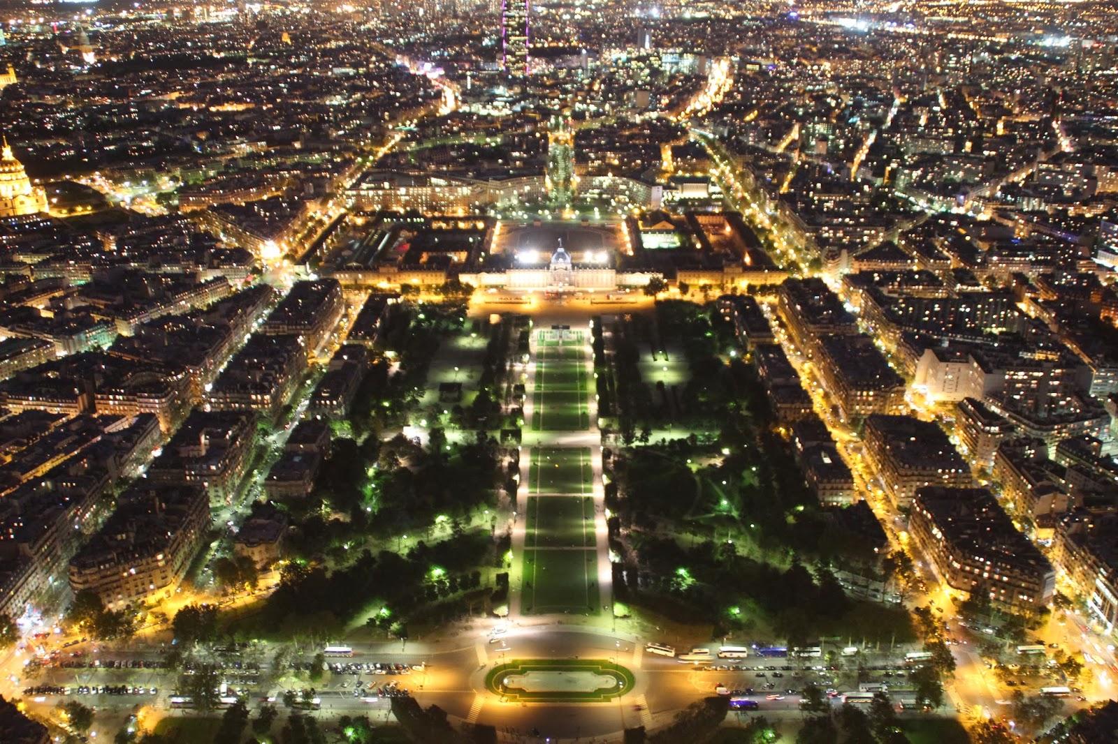 Campos de Marte de Noche en Paris