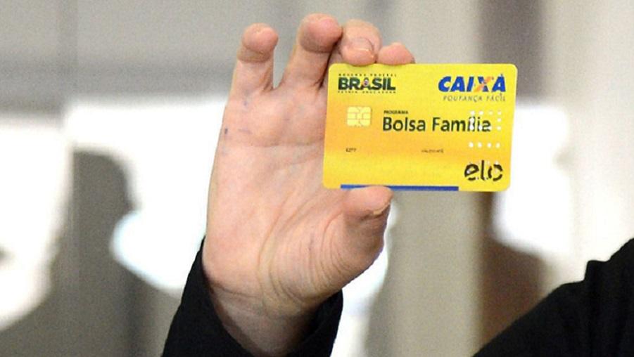 """Governo Bolsonaro planeja a maior reformulação já feita no """"Bolsa Família"""" construindo um benefício maior, segundo jornal O Globo - Portal Spy"""