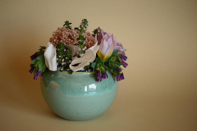 flower arranging, cyclamen, tulipa saxatalis, ozothamnus, cerinthe, monday vase meme, small sunny garden, desert garden, amy myers, ceramics, stoneware, copper glaze